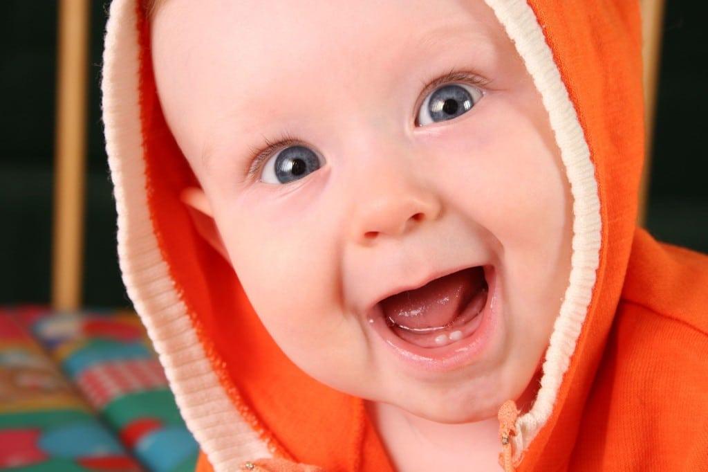 Comment savoir si bébé fait ses dents