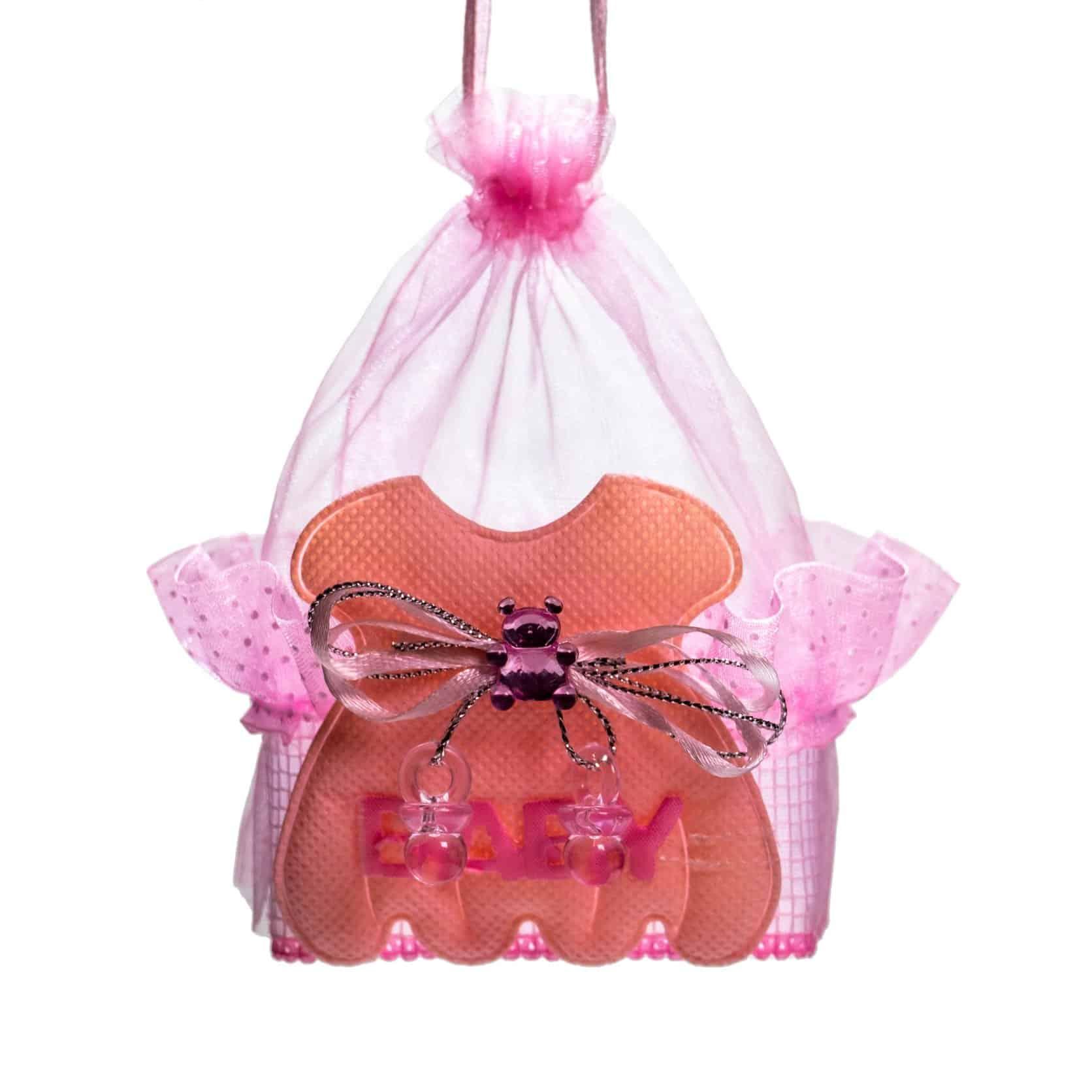 petite berceuse pour bébé de couleur orange dans un filet rose