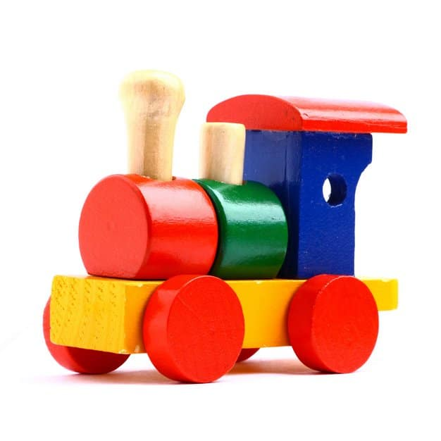 jouet pour bébé un train en couleur construit en bois isolé