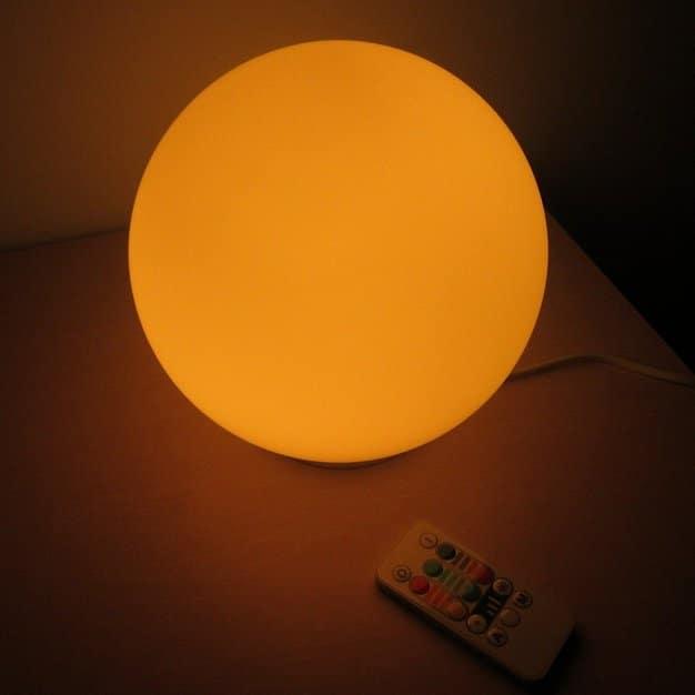 veilleuse pour bébé en forme de boule de couleur jaune