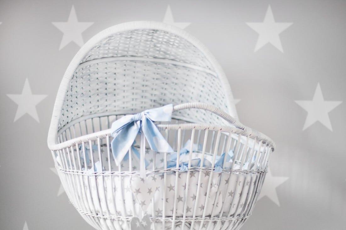 le berceau pour bébé en osier blanc