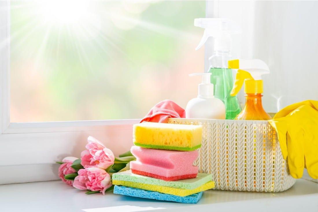 ensemble d éponges et de produits ménagers Areu BB